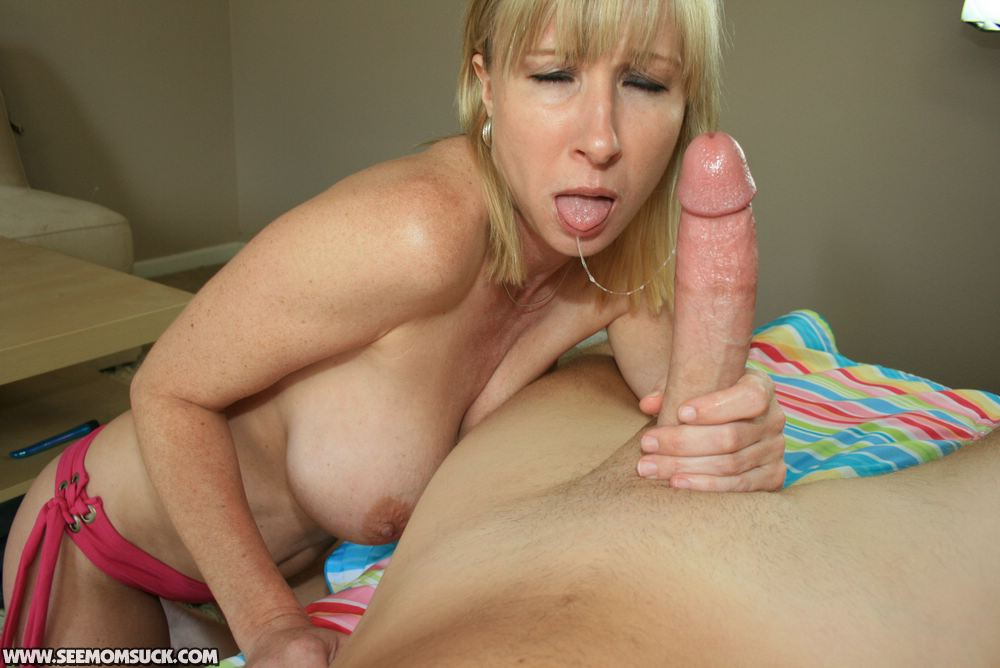 WELCOME TO SEEMOMSUCK.COM - HOT MOM AND TEEN BLOWJOB VIDEOS!